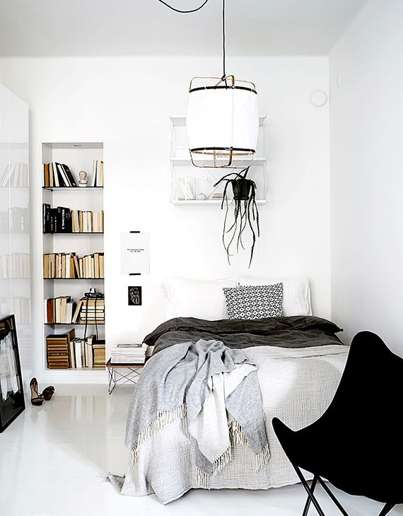 Bright bedroom with bookcase | My Paradissi