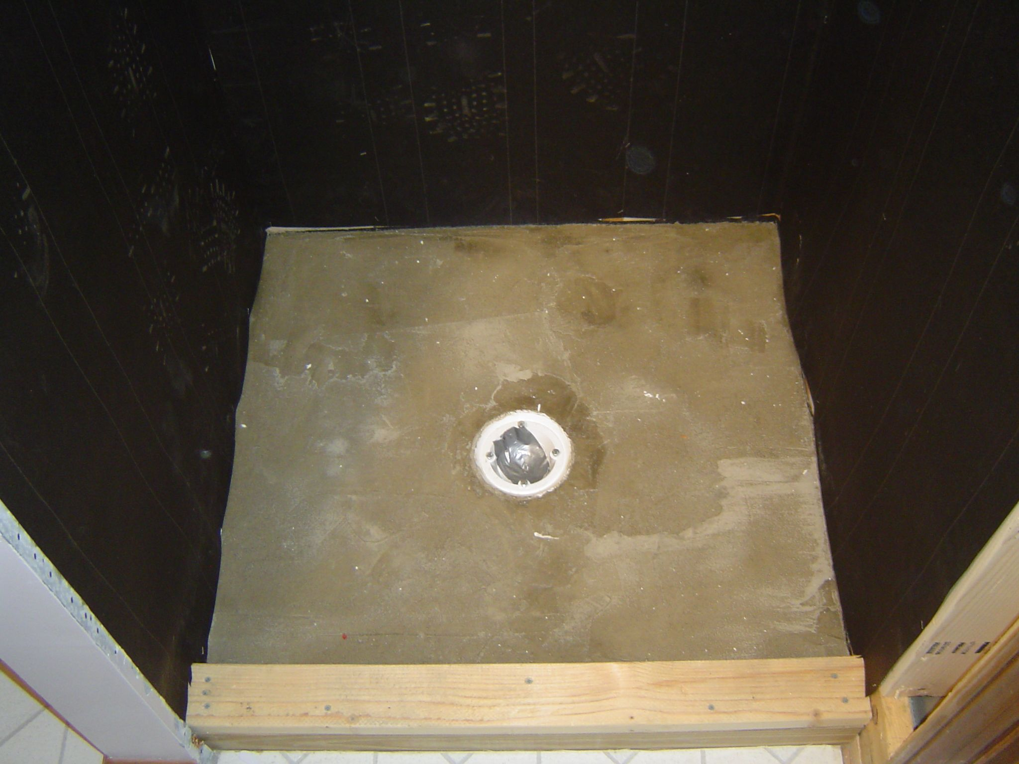Felt Tar Paper Is Used To Act As A Moisture Barrier On The Shower Walls Prior To Sheathing Http Www Homeadditio House Tiles Tiles Home Improvement Projects