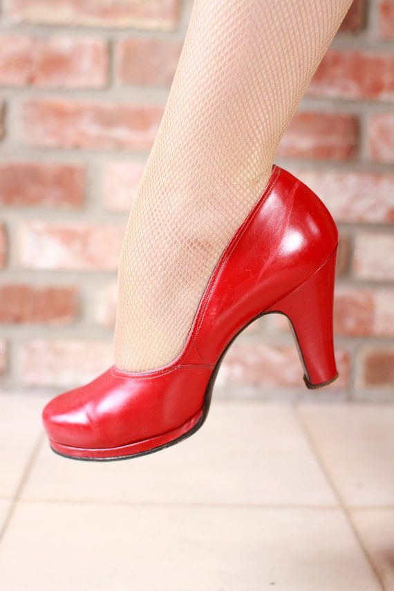 1676be84904 Vintage 1940s Shoes -Ideal Red Leather Baby Doll Cuban Heel Pumps Size 7 N  - Lindy