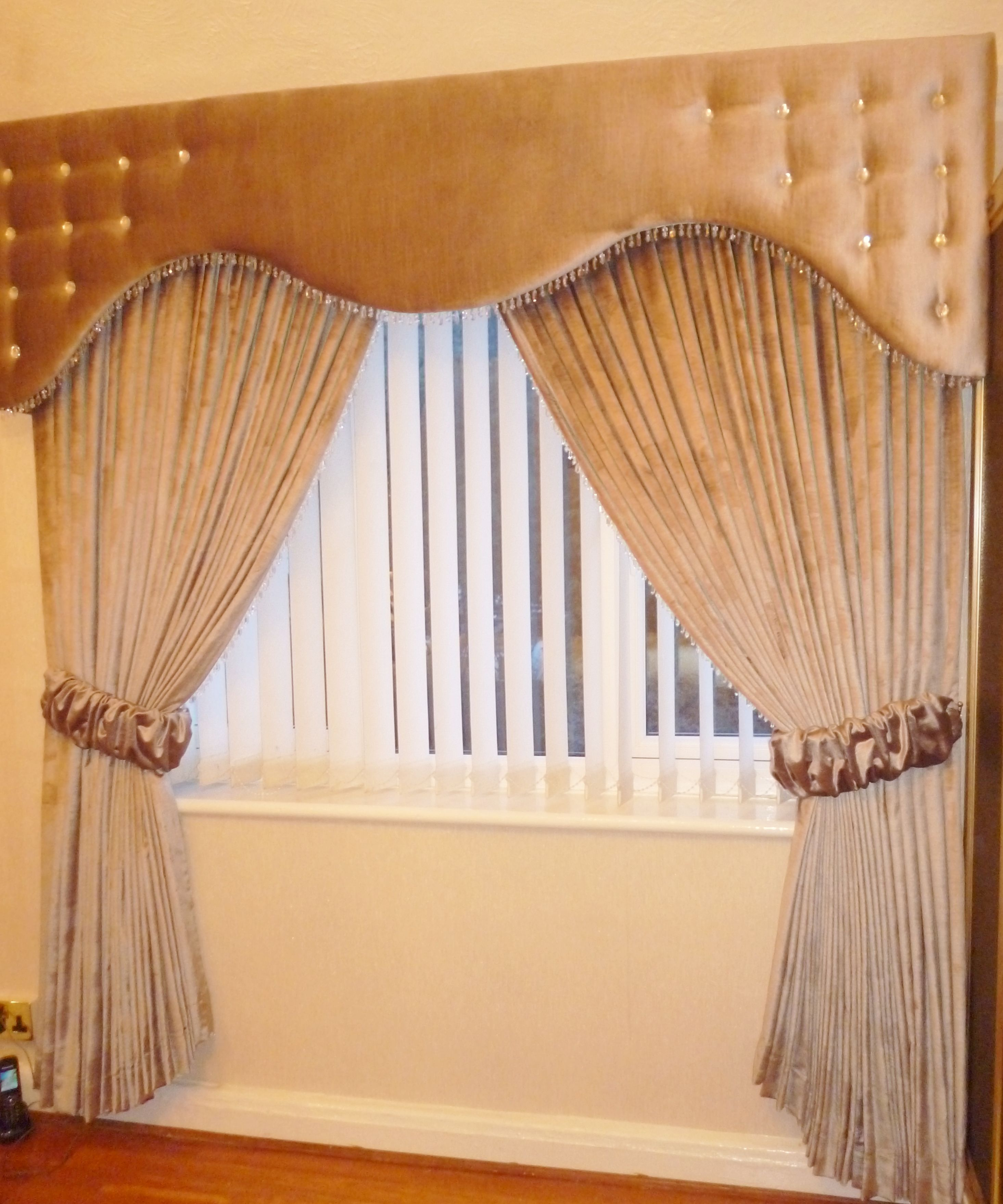 Curtain Pelmets Ideas: Velvet Shaped Pelmet And Curtains