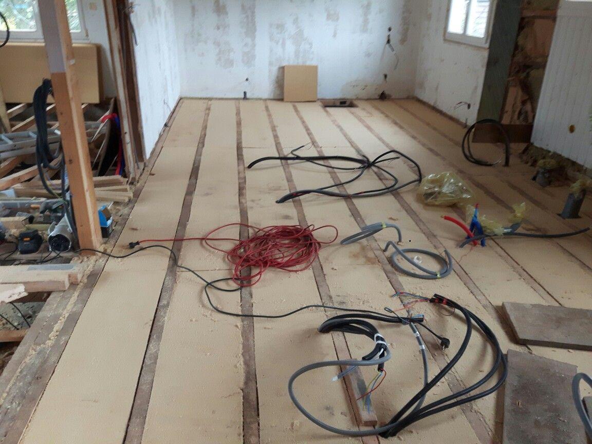 isolation sous plancher en panneaux de bois compress pare pluie et coupe vent liant latex bio. Black Bedroom Furniture Sets. Home Design Ideas