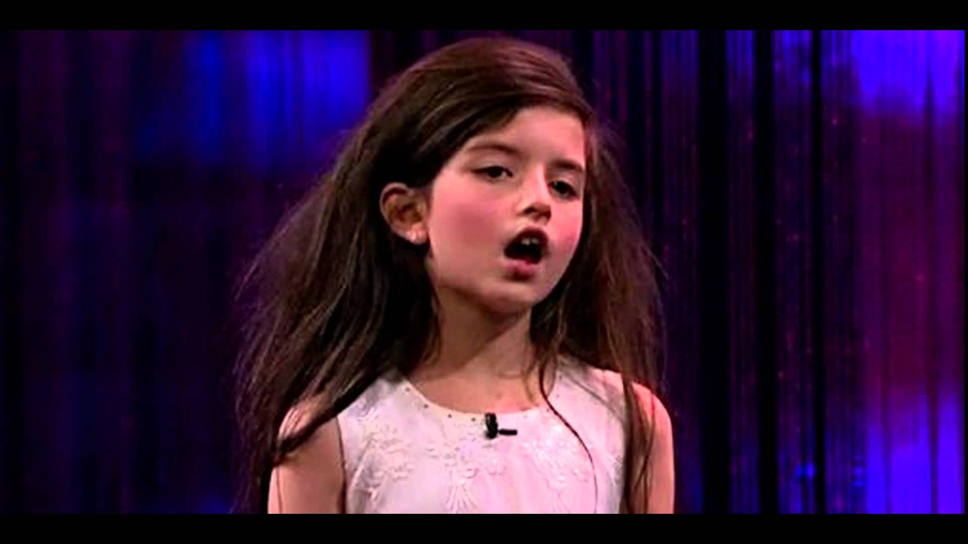 """The 8 years old child sings the famous """"Fly me to the moon"""" song"""