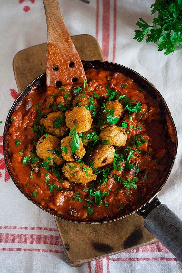 Wegan Nerd Kuchnia Roslinna Sos Ze Swiezych Pomidorwow I Baklazana Z Pulpetami Z Kaszey Jaglanej I Suszonych Pomidorow Food Pretty Food Veg Recipes