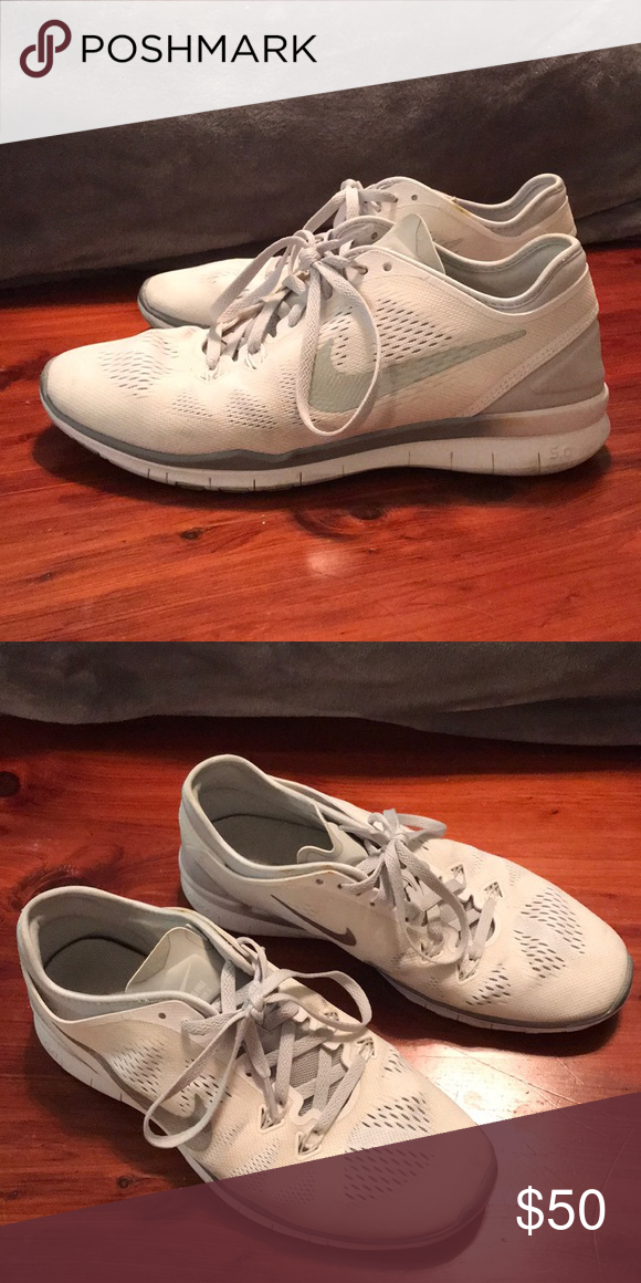 free shipping 8a17b c3389 NIKE FREE RUN 5.0 White with silver Nike check. Grey ombré detailing. Lightly  worn Nike Shoes Athletic Shoes