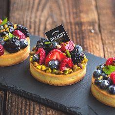 fruits et pistaches une combinaison parfaite et on adore les tartelettes aux fruits
