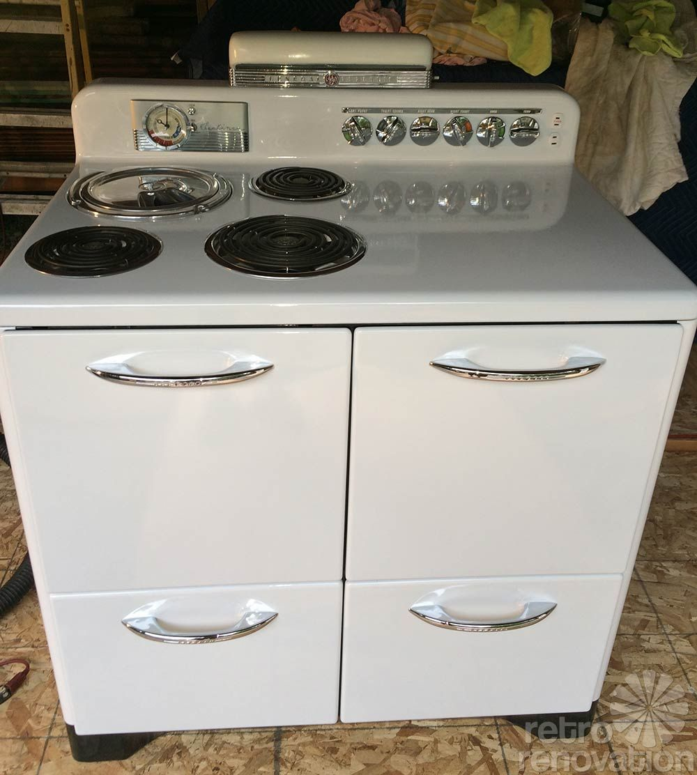 Boxed Up For 67 Years And Now Set Free Brand New 1948 Youngstown Kitchen Cabinets 1948 Ge Airliner Stove 80 Photos In 2020 Steel Kitchen Cabinets Vintage Stoves Retro Kitchen