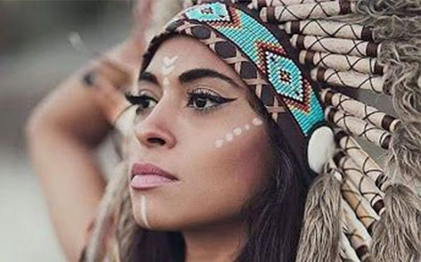 Indianerin Kostum Selber Machen Diy Anleitung Maskerix De Indianer Kostum Selber Machen Indianer Schminken Piraten Make Up