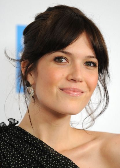 When Did Center Parted Bangs Get So Chic Or Were They Always And I Just Didn T Realize Mandy Moore Hair Parted Bangs Center Part Hairstyles