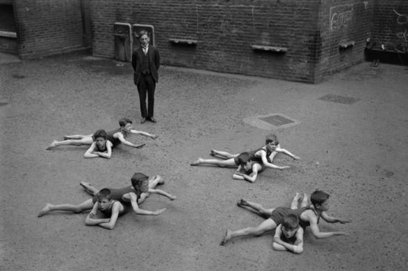 https://www.reddit.com/r/HistoryPorn/comments/298jo3/children_learn_to_s wim_in_the_schoolyard_in/