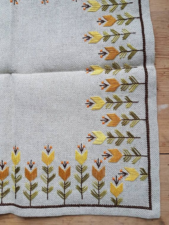Beautiful embroidered tablecloth in offwhite linen from Sweden 1960 ...