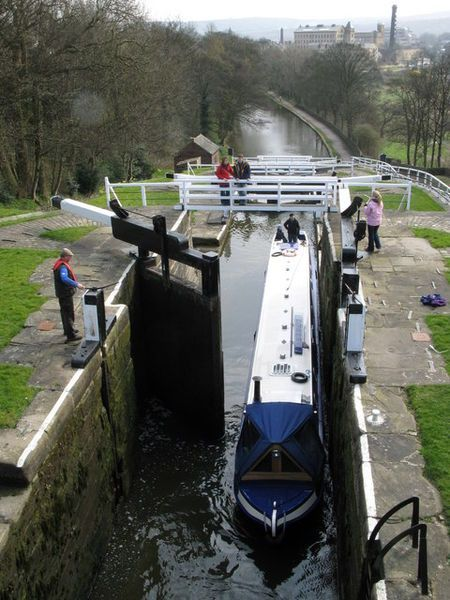 Bingley 5 Rise Locks Canal Boat Places Of Interest Canals