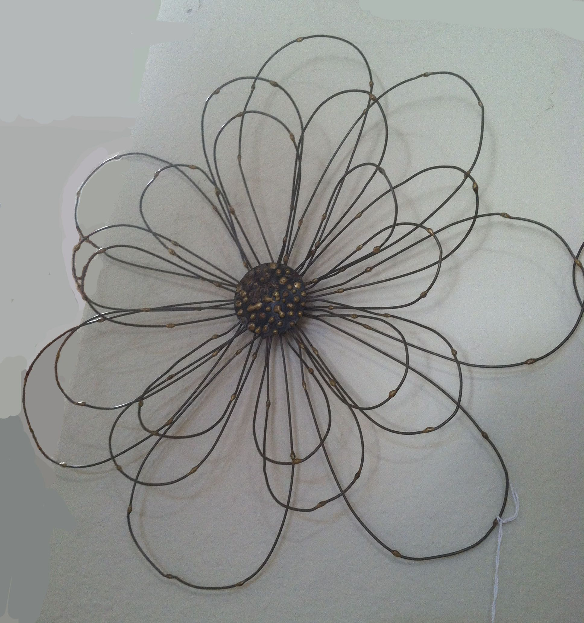 Wire flower | Barbwire and horseshoes | Pinterest | Wire flowers ...