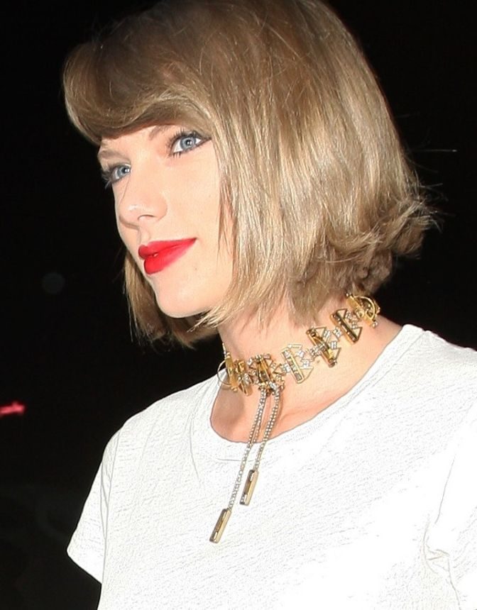 Taylor Swift Has Declared This Is The It Accessory for ...