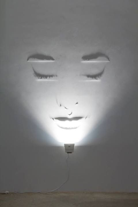Clever use of an uplighter to create clever shadowing to give the optical illusion of a female face projected onto this wall ❤