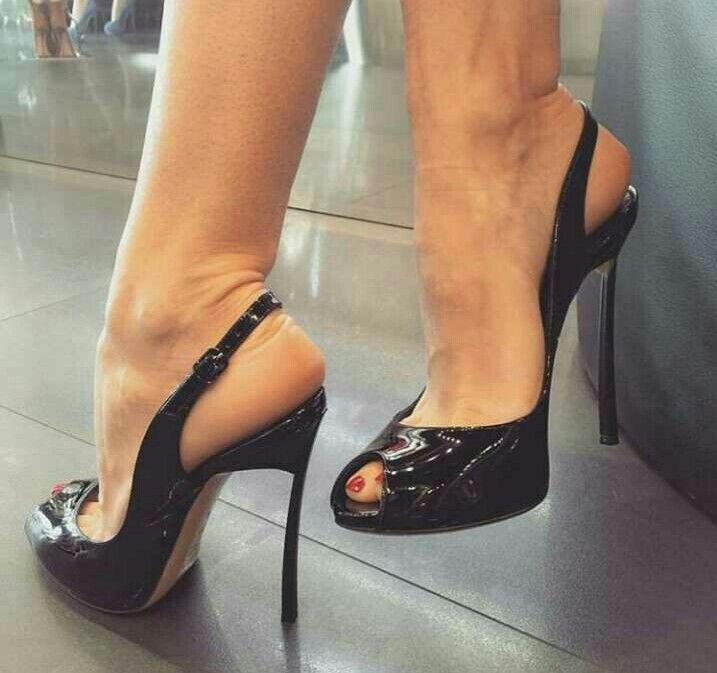Sexy Füße in den Fersen pics