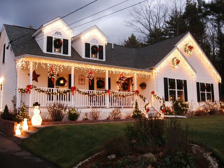 Iluminacion Exterior Decoracion Navidena Con Luces Luces De Navidad Exteriores Decoracion Exterior Navidad Decoracion Navidena De Escaleras