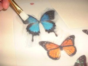 Instructions for making edible butterflies for cakes.