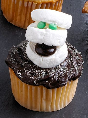 The Spookiest Ghost Crafts for Halloween Halloween ideas, Holidays - decorating ideas for halloween cupcakes