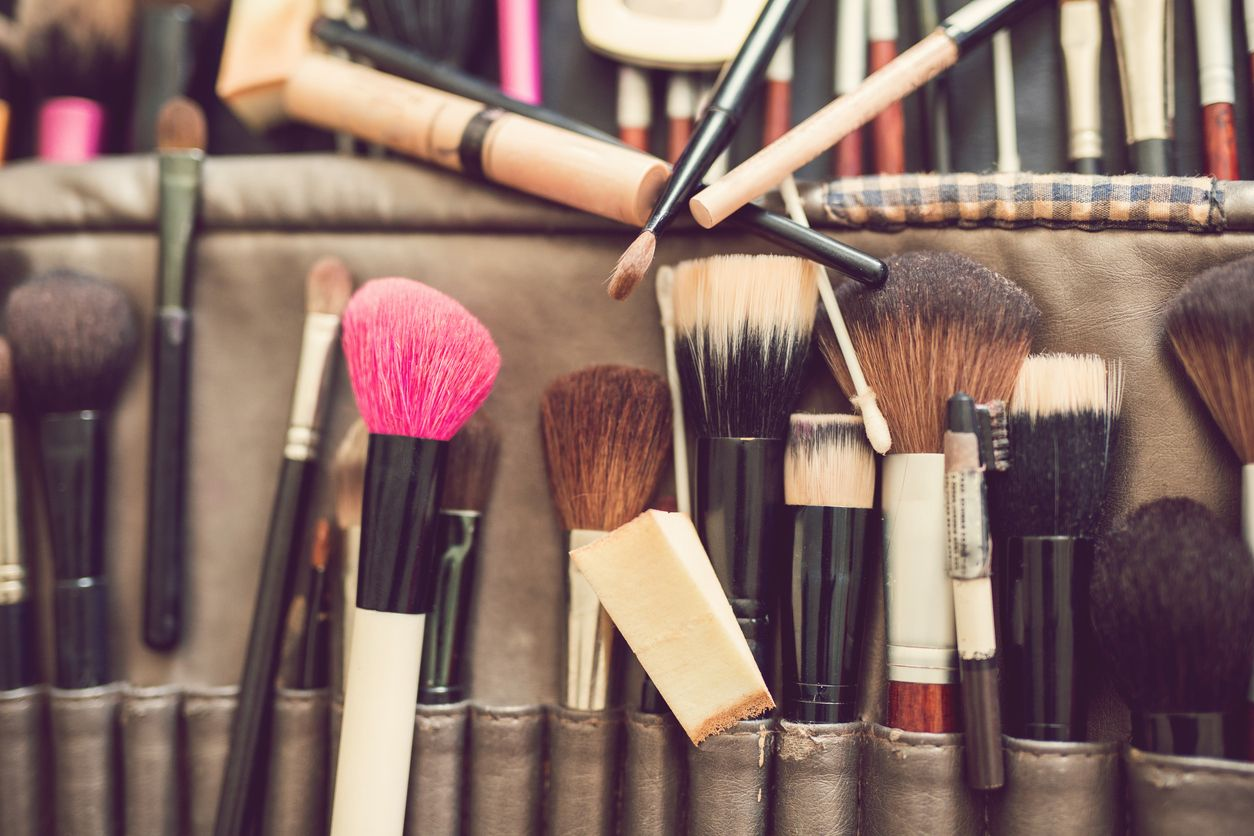 Makeup Brushes When to Clean'em and When to Replace'em
