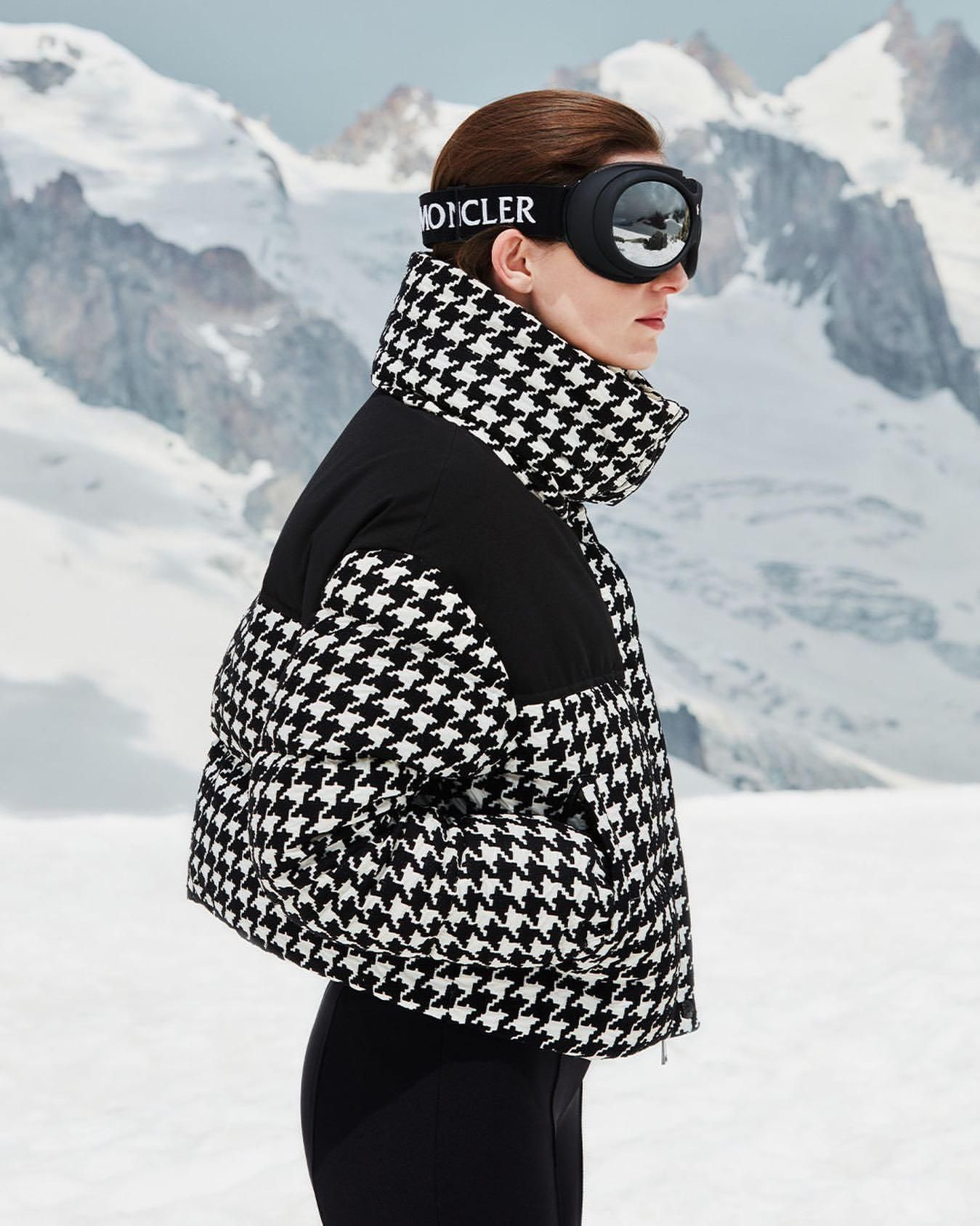 Find Out Where To Get The Jacket Skiing Outfit Moncler Jacket Women Apres Ski Outfits [ 1687 x 1349 Pixel ]