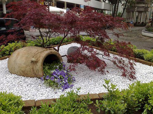 20080518g curb appeal giardino aiuole e arredamento for Idee per realizzare una fioriera