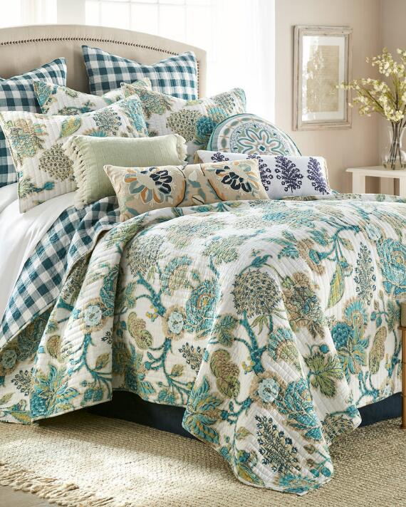 Exclusively Ours Margot Luxury Quilt, Nina Campbell Margot Bedding