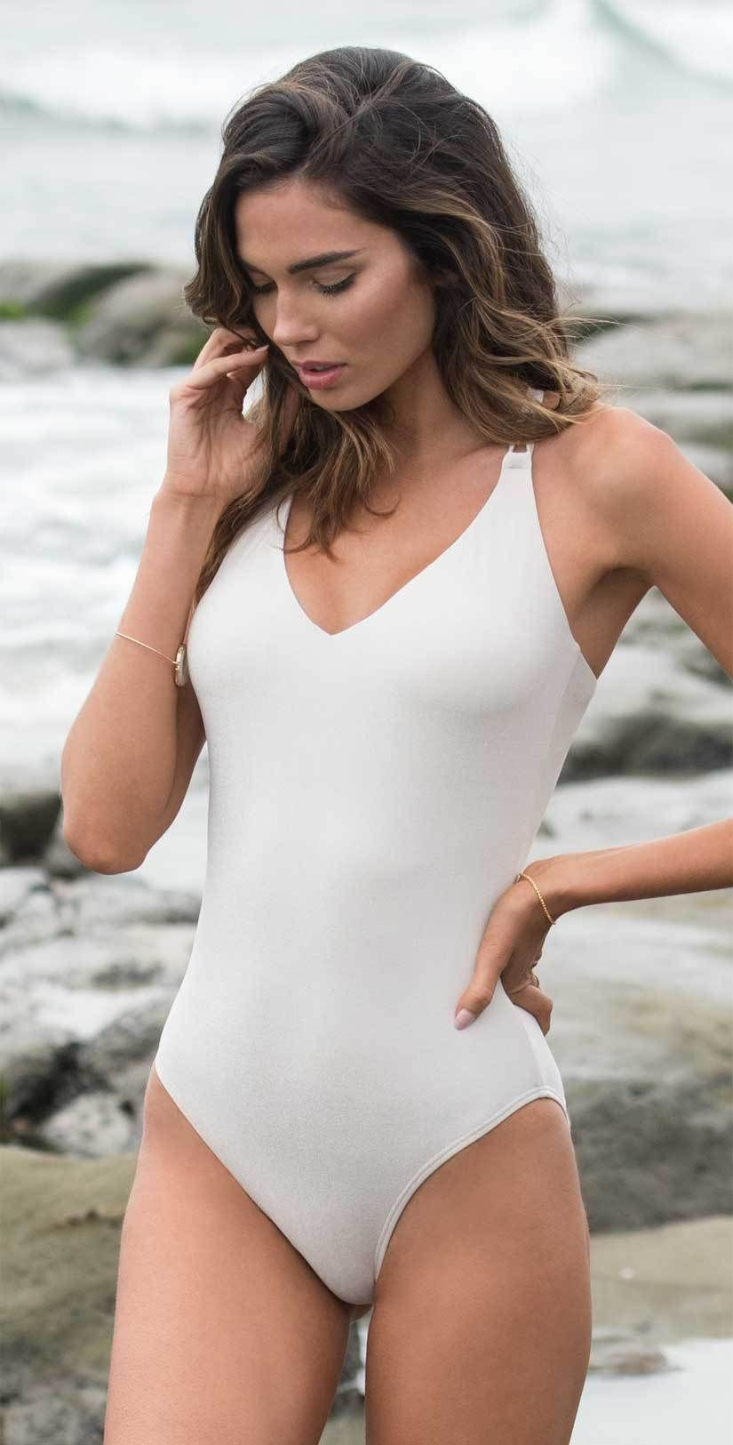 Sunsets Womens Veronica Low V Neck One Piece Swimsuit