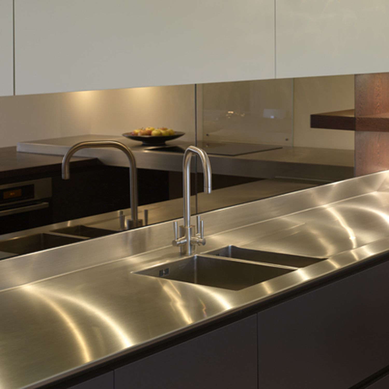 Stainless steel surface and mirror splashback in for Sink splashback ideas
