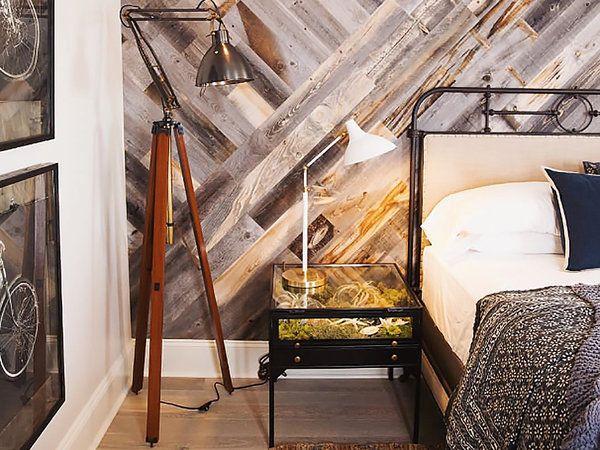 Una pared de madera hecha con palés Pared de madera, Palés y Madera - muros divisorios de madera