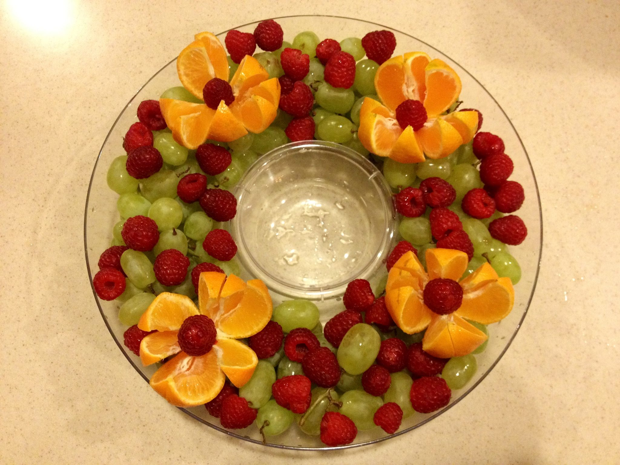 Christmas fruit platter , love the fresh fruit idea , making this for  Christmas for sure! Use cuties instead of oranges.