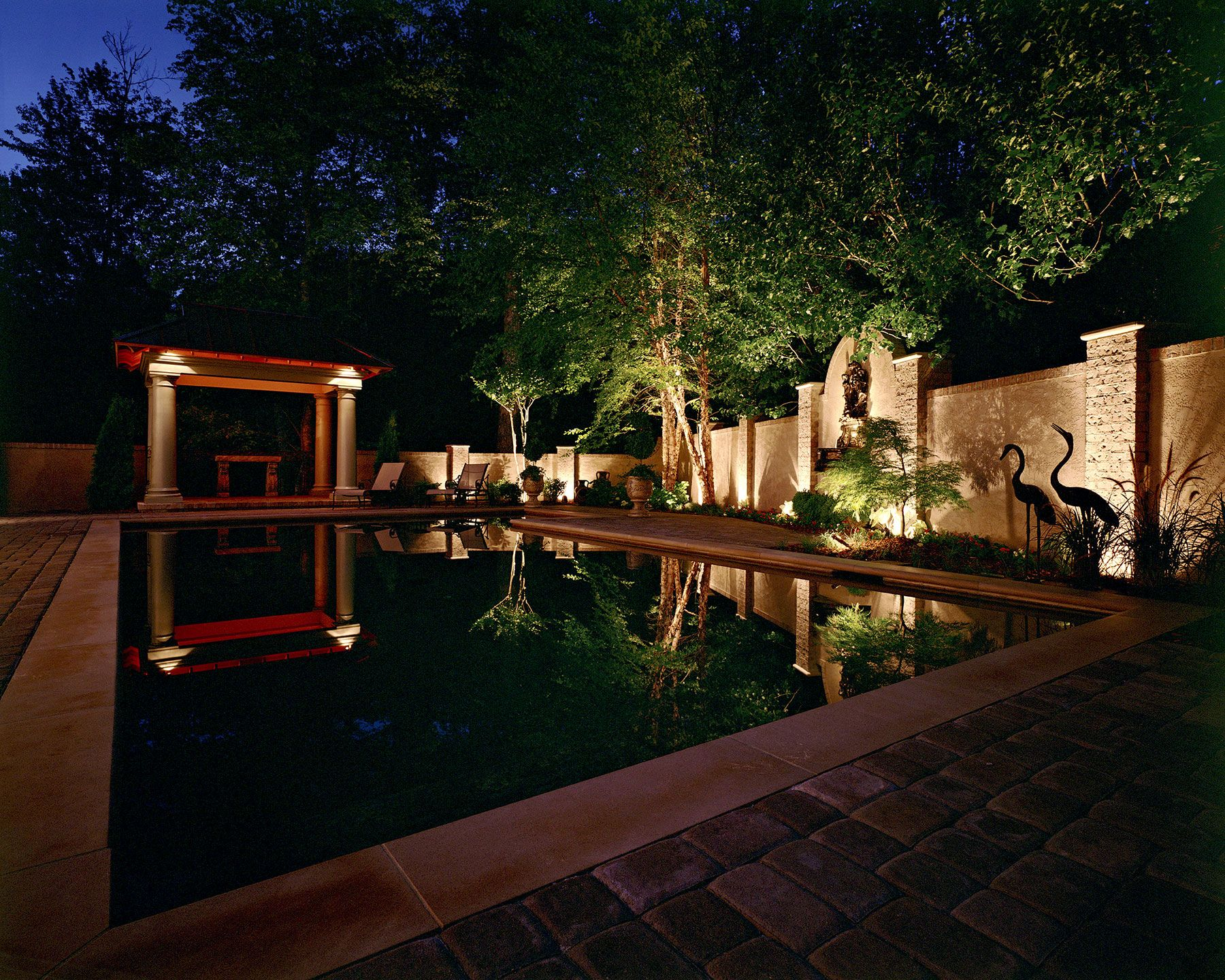 A Poolside Paradise Graces A Residence In Nashville Tennessee With This Custom Poolside Lighting From Outdoor L Free Outdoor Lighting Design Plans In 2019