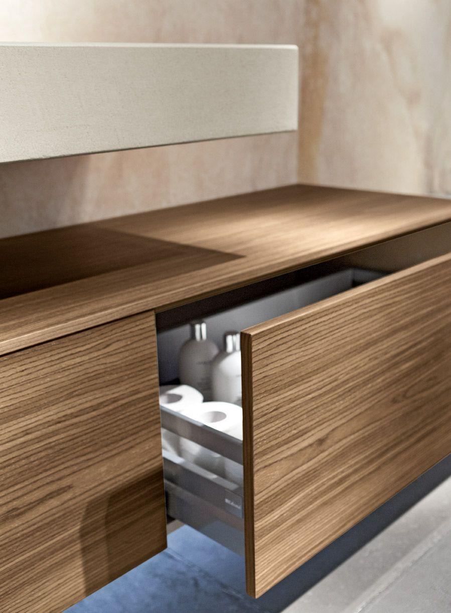 Profili netti e superfici pulite per un arredo bagno