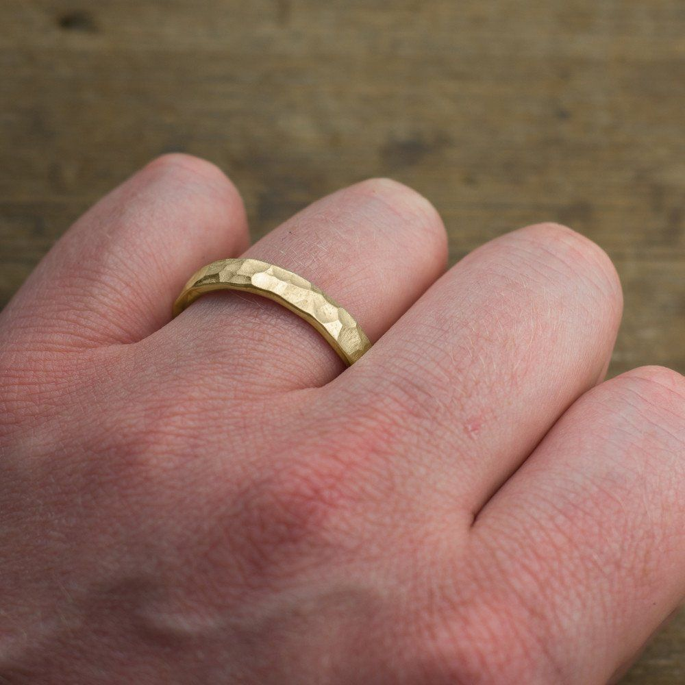 4mm 14k Yellow Gold Mens Wedding Ring, Hammered Matte | 男のリング ...