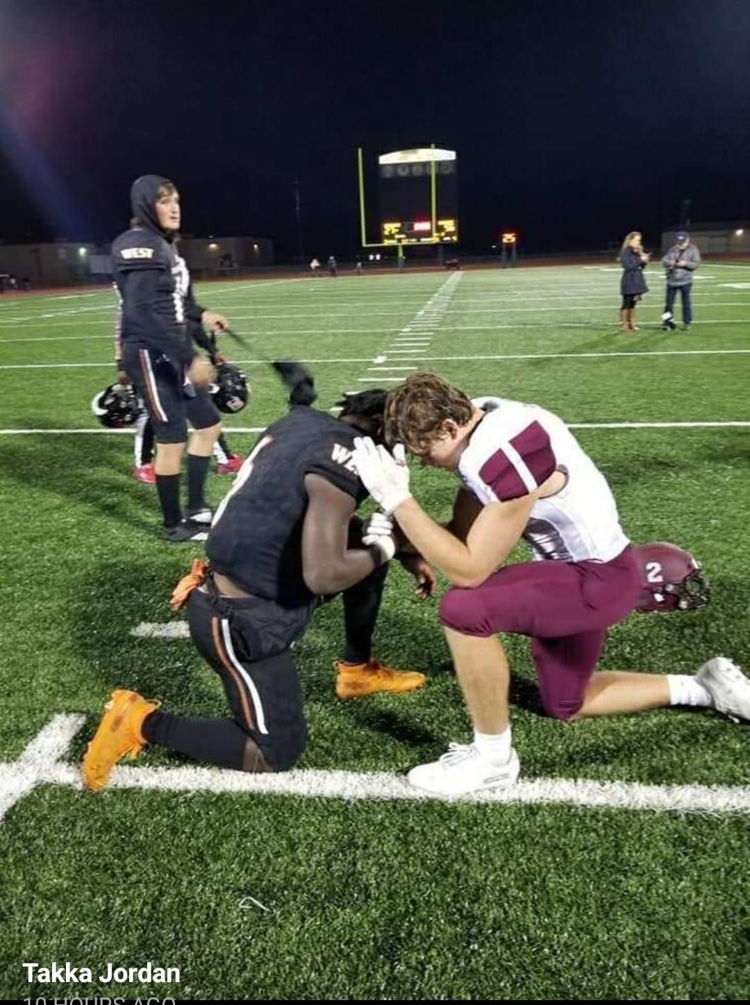 High school football player goes viral for praying with