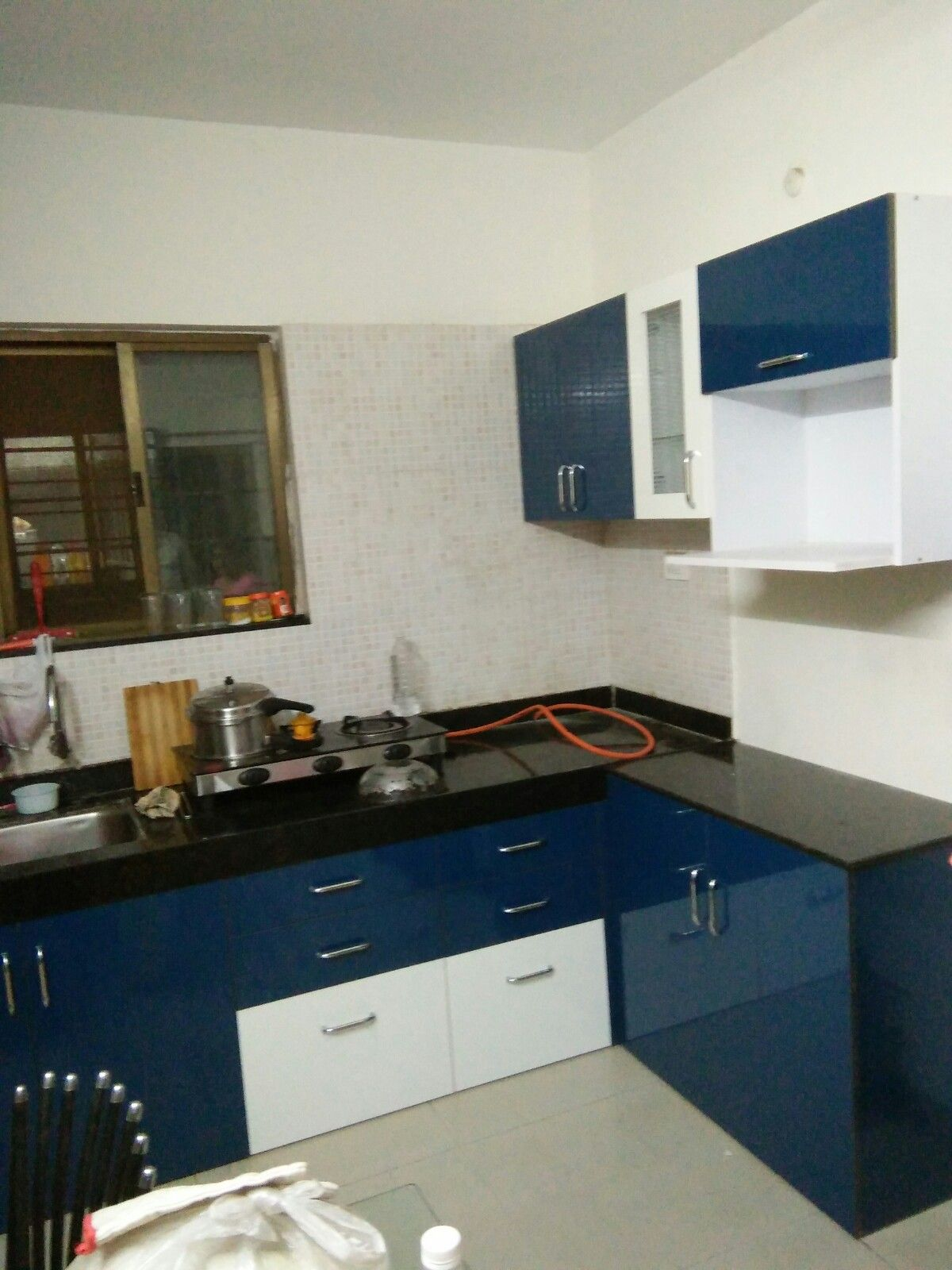 L Shaped Modular Kitchen Wall Unit Wall Cabinets Microwave Cabinet Swara S Kitchen Interior Kitchen Room Design Kitchen Modular Modular Kitchen Cabinets