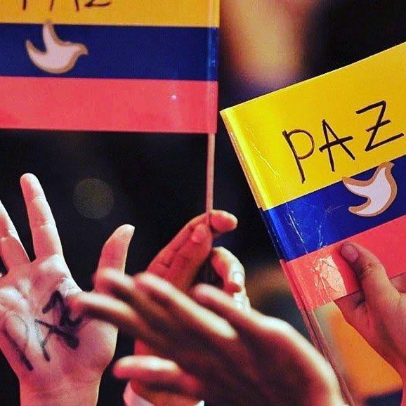 El compromiso es una de las palabras más subestimadas. Tomó a Irlanda de un conflicto oscuro y enroscado que sólo no podía parecer resolverse y nos dio una paz que todos podrían compartir. Era difícil para cada uno, brutal para otros. El compromiso pertenece al valeroso. Colombia merece ese honor este domingo. Todos nosotros que rezamos,y tambien losque no lo hacen, deseamos la paz para la gente Colombiana.  Compromise is one of the most underestimated words. It took Ireland out of…