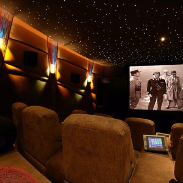 die besten 25 kino zimmer ideen auf pinterest kino keller filmzimmer und raumdekor theater. Black Bedroom Furniture Sets. Home Design Ideas