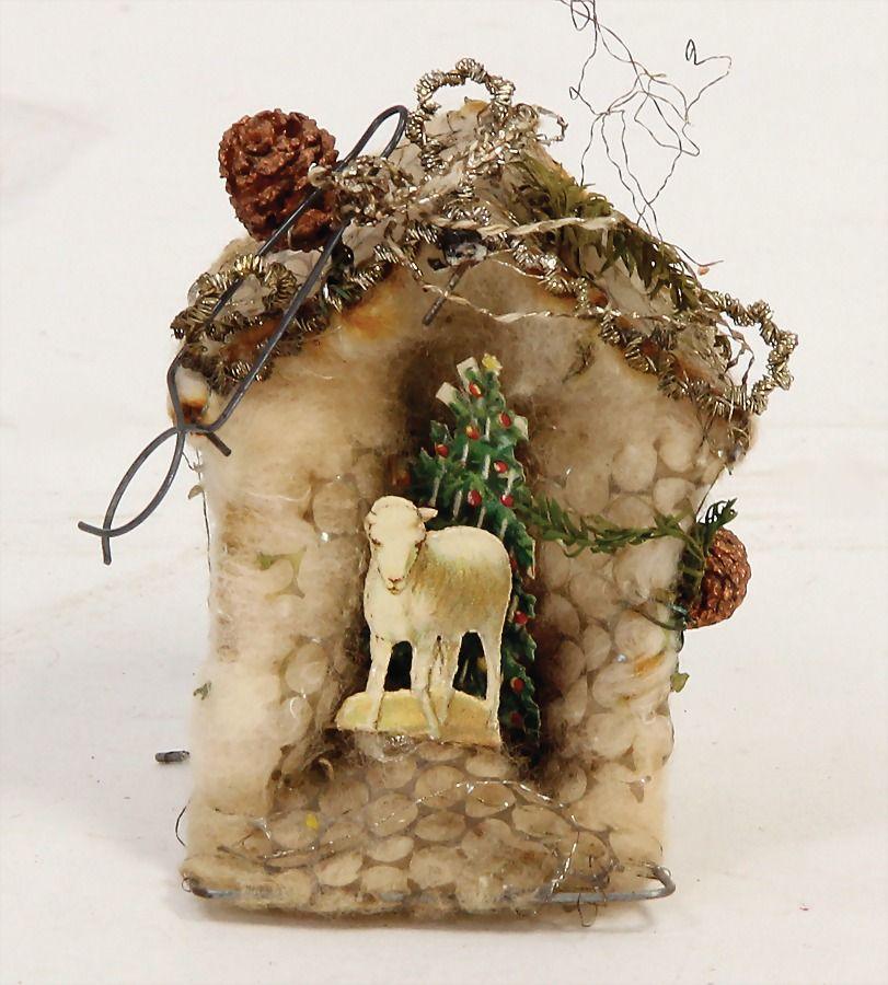 SEBNITZ Christbaumschmuck, Häuschen, Watte, 6 cm, leonische Drähte, Papier-Lamm u. Tannenbaum, beklebt, etwas verzogen