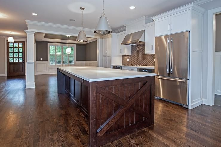 Best White And Brown Kitchen Features White Shaker Cabinets 400 x 300