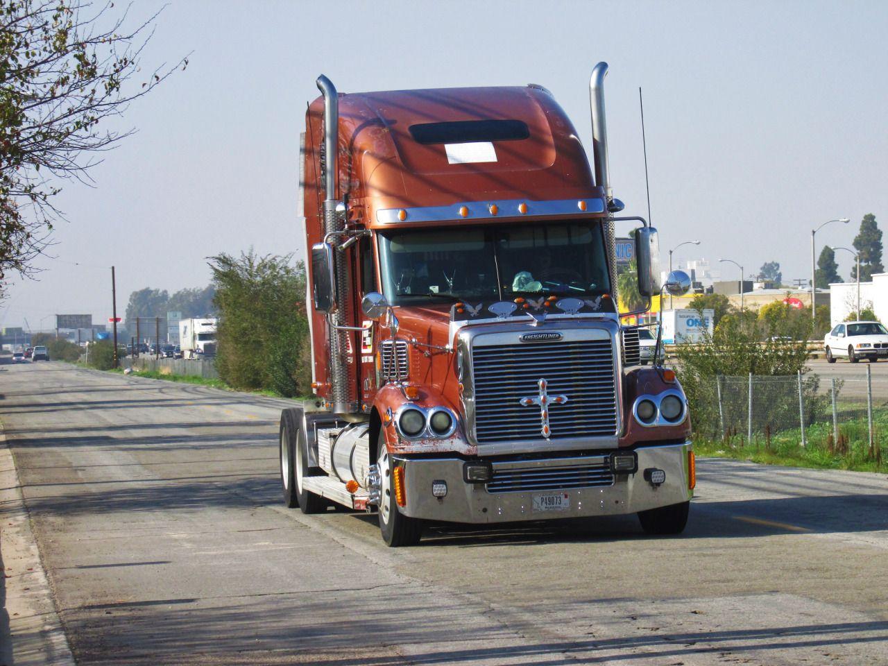 hight resolution of semitrckn freightliner coronado custom