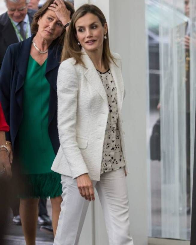 Este Es El Look Gótico Que La Reina Letizia Eligió Para Cenar Con Los Obama Reina Letizia Reina Elegante