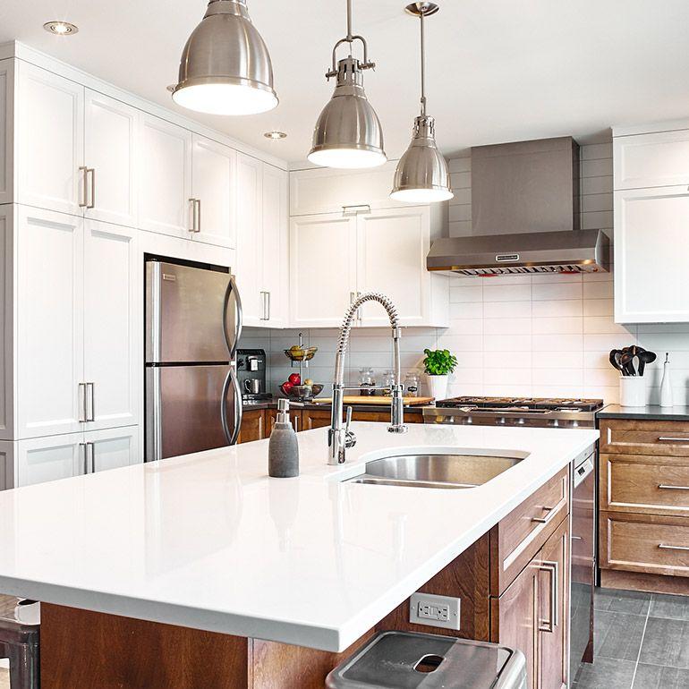 Condo Kitchen Lighting Ideas: Cuisine Style Transitionnel Avec Armoires De Bois Massif
