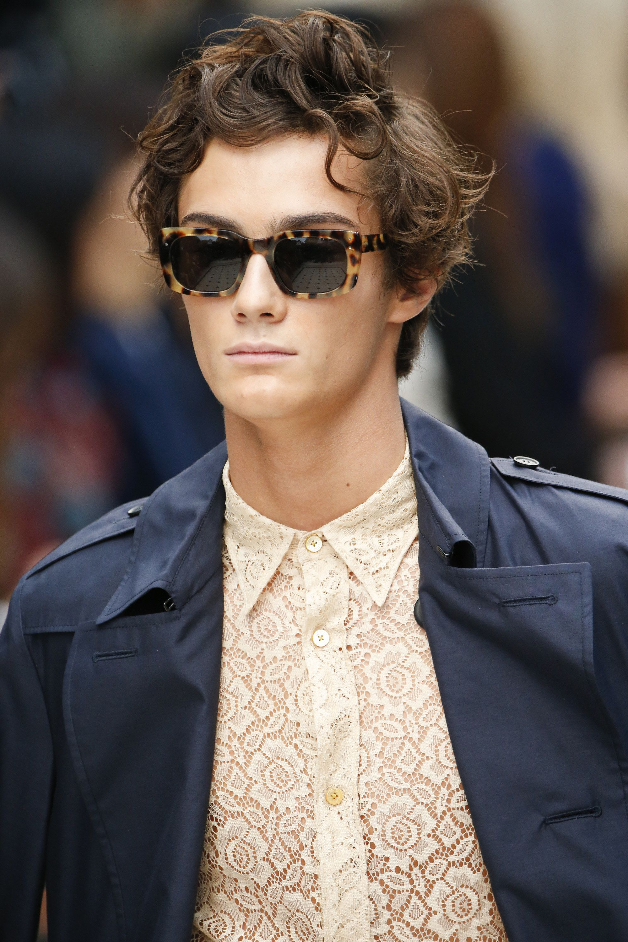Burberry Spring 2016 Ready-to-Wear Fashion Show. Chemise HommeLunettes De  SoleilHommesBurberry ... 7010522d9fcf