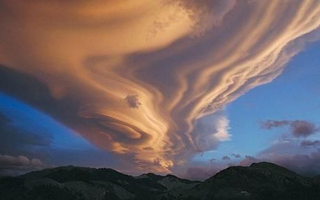 Swirling Cloud Captured Above New Zealand The Land Of The Long White Cloud Clouds Lenticular Clouds Sky Pictures