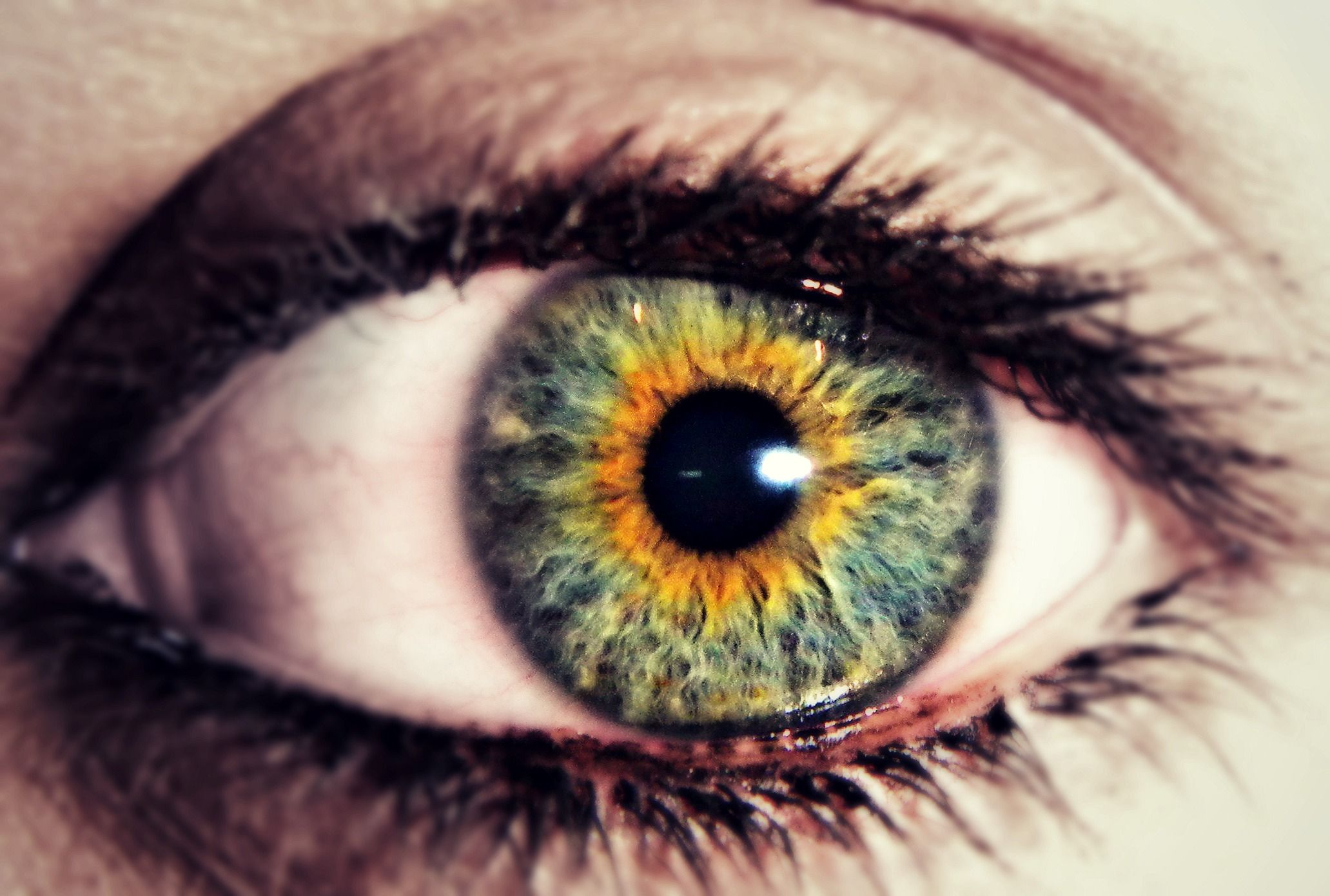 how to clear up yellow eyes