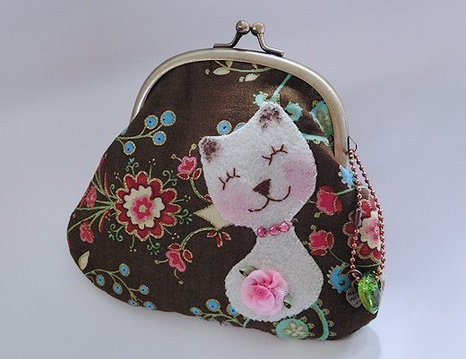 This purse can be use for an outing,party or lunch-time purse . You can fit credit cards, ID cards, coins, dollar notes,lips-stick or any stuffs you c