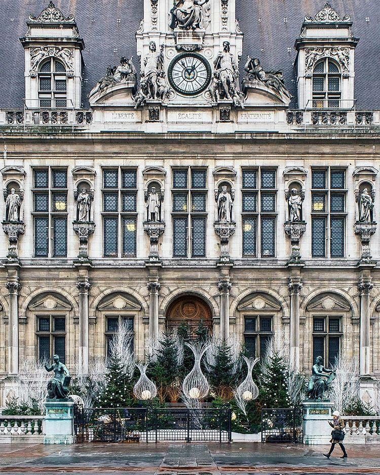 Christmas in Paris: Hôtel de Ville.
