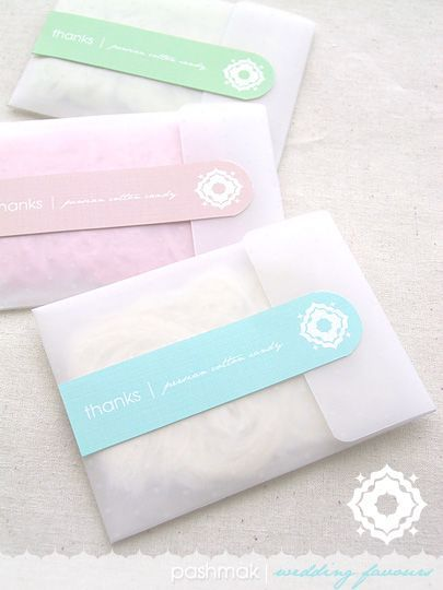 Gorgeous glassine paper bags looks amazing with pastels, not sure what favour I could put in it though