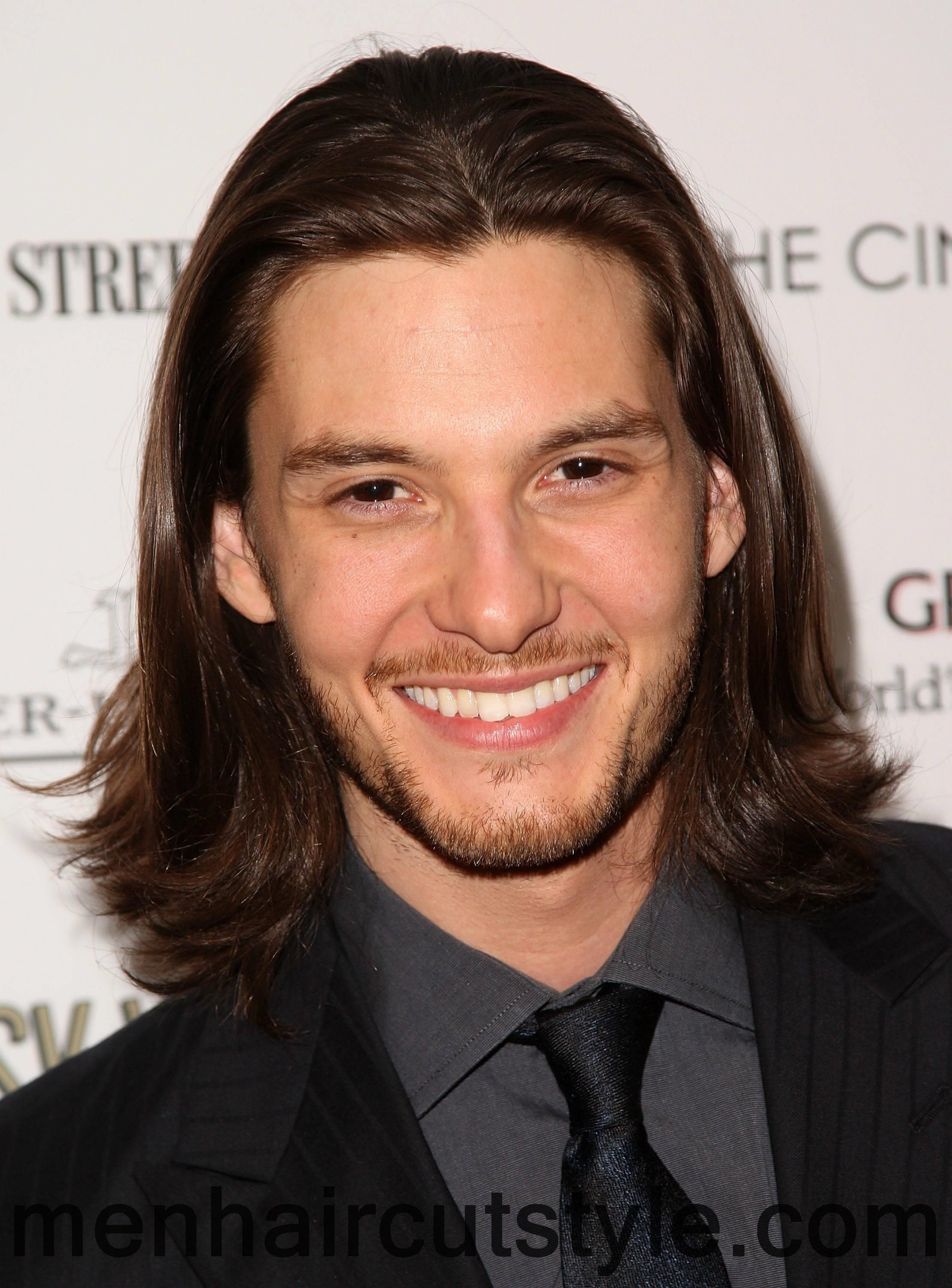 WHAT FACTORS TO CONSIDER WHILE CHOOSING HAIR CUT FOR MEN WITH LONG  HAIR? Check more at http://www.menhaircutstyle.com/what-factors-to-consider-while-choosing-hair-cut-for-men-with-long-hair.html