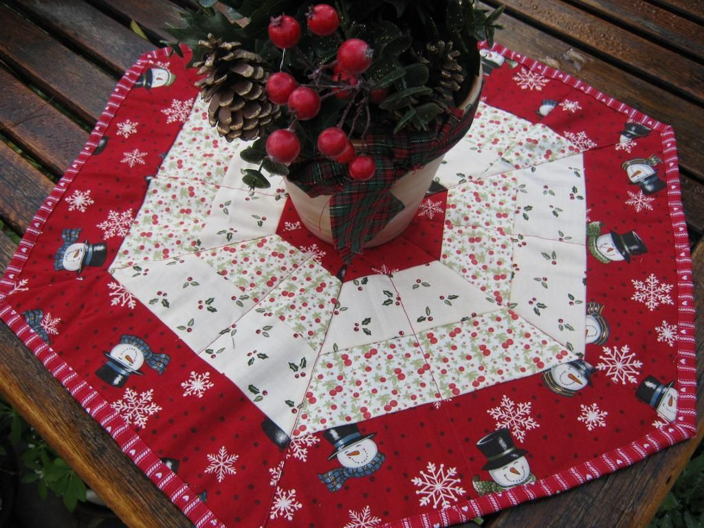 Holiday Hexagon Table Topper Patterns Christmas Runner